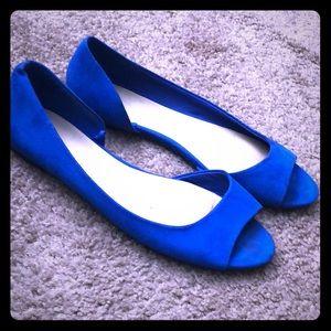 Open toe blue flats
